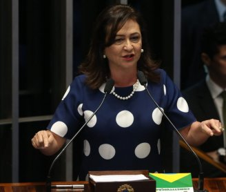 "Kátia Abreu, rainha do latifúndio, expulsa do PMDB como ""mártir democrata"""