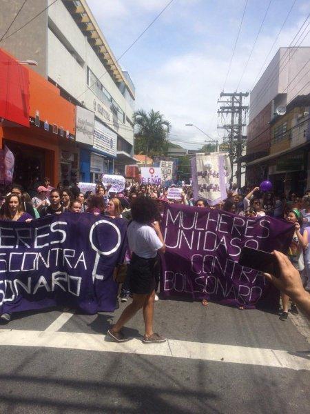 Ato de mulheres contra Bolsonaro em São José dos Campos reuniu centenas de pessoas
