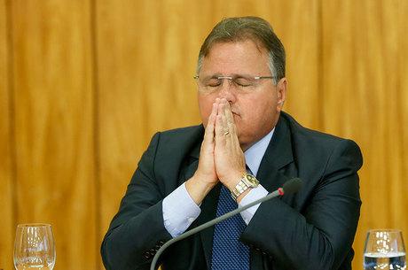 No dia da condenação de Lula, Geddel é solto, justiça quer mais poder para atacar trabalhadores