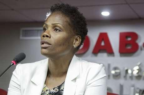"""""""O Estado é racista, entendeu?"""" diz Valéria, advogada negra algemada durante audiência"""