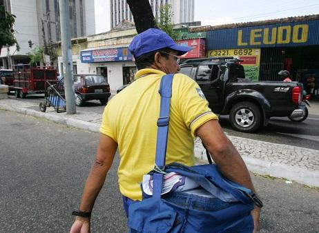 Falta de contratação sobrecarrega carteiros e piora condições de saúde