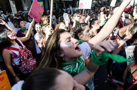 Que as estudantes da UFMG tomem as ruas nesse dia 8 pelo direito ao aborto no Brasil