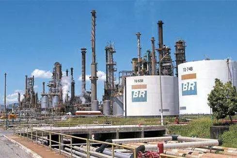 Petrobrás recua após greve sanitária de petroleiros na Regap em Betim