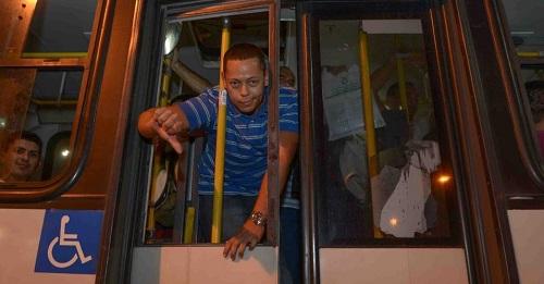 O aumento das passagens mostra como Crivella está a serviço da máfia dos ônibus
