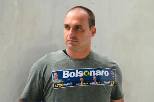 Enquanto milhões estão desempregados, Eduardo Bolsonaro ostenta riqueza em casamento no RJ