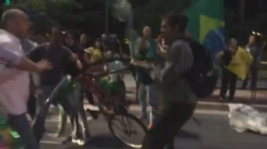 VÍDEO: CBN mostra ataque de direitosos contra jovens na Av. Paulista