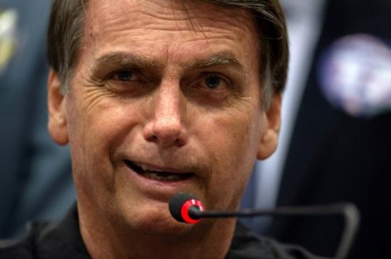 Após incitar ódio contra minorias, Bolsonaro se revolta ao ser chamado de fascista