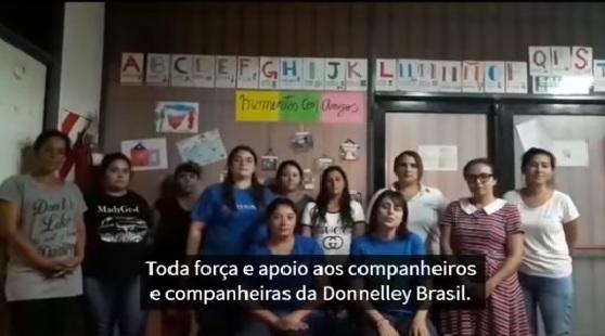 [VÍDEO] Trabalhadores da ex-Donneley argentina repudiam fechamento das fábricas brasileiras