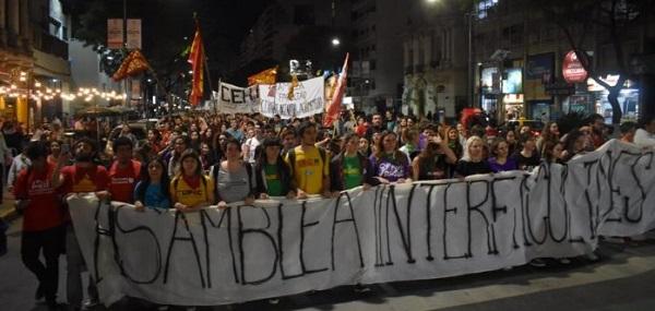 Massiva e inédita interfaculdades protagoniza um salto no movimento estudantil em Rosário