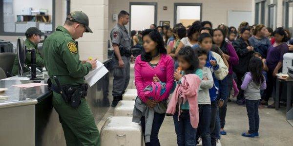 Com lei que ignora direito a processo legal, EUA institui deportação instantânea a imigrantes
