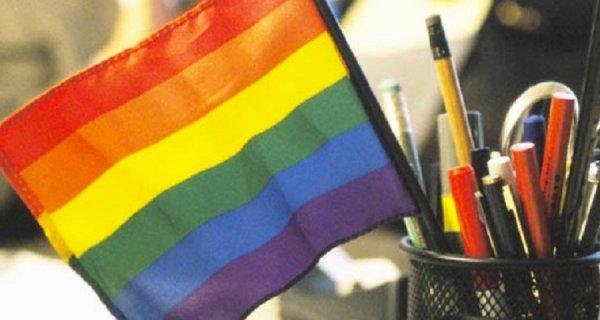 """""""Meu filho foi espancado por ser LGBT"""", relato de uma mãe às professoras de uma escola"""