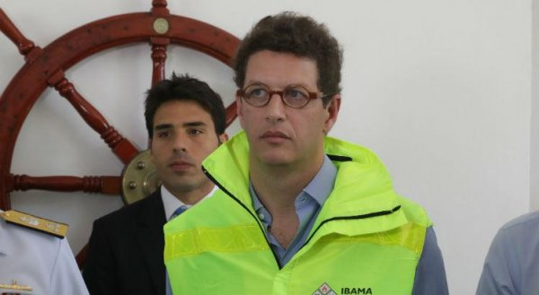 Descaso ambiental, ministro Salles acionou plano de contingência no NE 41 dias após desastre
