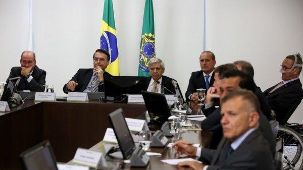 Bolsonaro escala suas provocações golpistas e convoca reunião de emergência sobre Venezuela