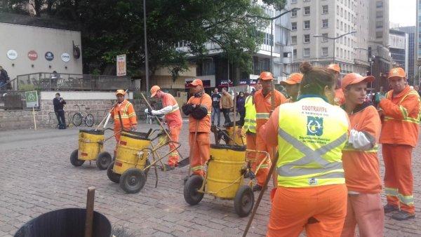 Marchezan dá calote nos garis e população vai entregar seu lixo na prefeitura