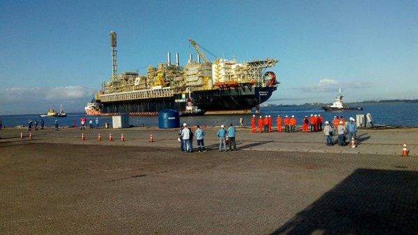 2,4 mil trabalhadores dispensados da Petrobras no Rio Grande do Sul