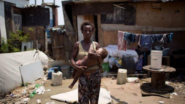 Um quarto da população brasileira vive com R$387 por mês, 64% são mulheres negras