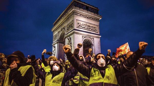 """""""Coletes Amarelos"""" franceses fincam uma posição da luta de classes contra os ajustes neoliberais"""