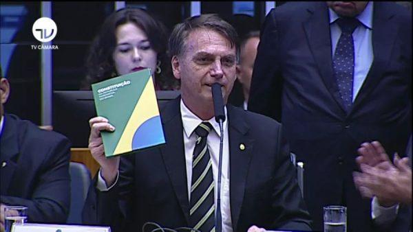 Bolsonaro pretende congelar reajuste nos benefícios e tirar a aposentadoria da Constituição