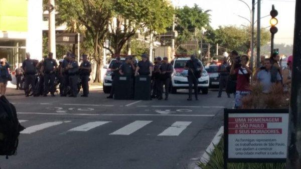 Polícia ataca violentamente manifestação de estudantes e trabalhadores da USP, diversos detidos