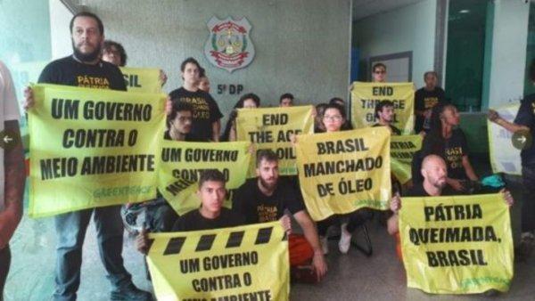 17 ativistas do GreenPeace são presos pela PF após ação em frente ao Palácio do Planalto