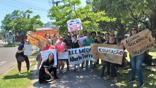 Por todo o RS se espalham atos em apoio à greve dos professores