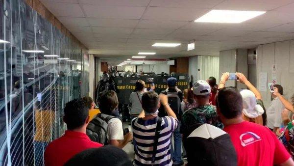 Com repressão, bombas de gás e bala de borracha: Doria aprova sua reforma da Previdência