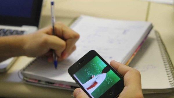 Há 100 dias de ensino remoto nas escolas, monitoramento prova caos excludente