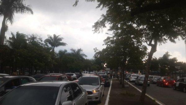 Carreata contra Bolsonaro percorre as ruas do centro de São Paulo