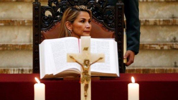 Mandato da golpista Jeanine Áñez, na Bolívia, é prorrogado