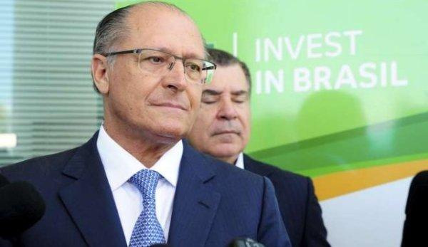 Alckmin acorda com centrão manter reforma e grávidas trabalhando em condições insalubres