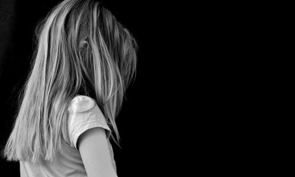 No Brasil, a cada 4 horas, uma menina é estuprada por seu pai, padrasto, tio, primo ou vizinho