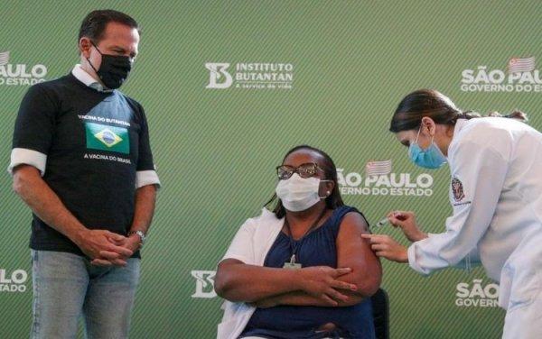 Enquanto faz demagogia com vacina, Doria demite trabalhadoras terceirizadas da área da saúde