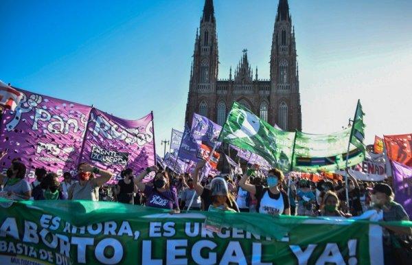 Na Argentina e no Brasil: a luta pelo direito ao aborto é nas ruas!