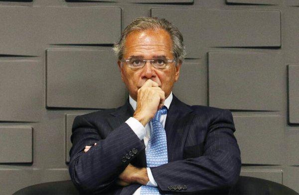 Não satisfeito com congelamento, Guedes propõe PEC para cortar 1/4 do salário dos servidores