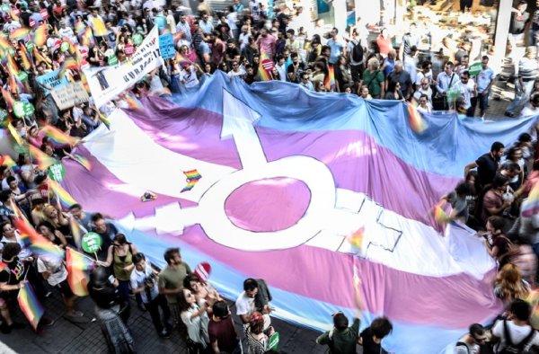 Após décadas de opressão, transexualidade deixa de ser considerada doença mental
