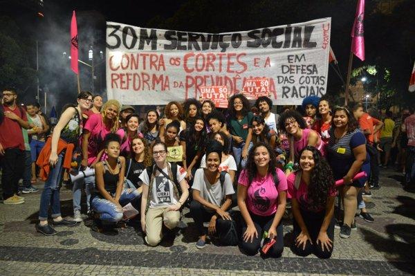 Serviço Social da UERJ vota chamado à construção do dia 14 à UNE e a Oposição de Esquerda
