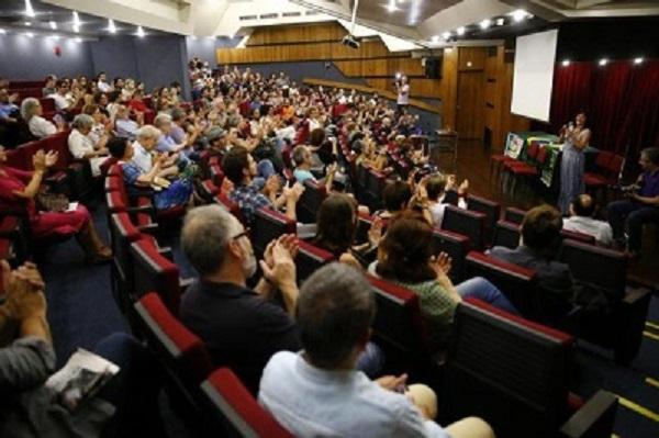 Intelectuais lançam manifesto 'em defesa da democracia' em Porto Alegre