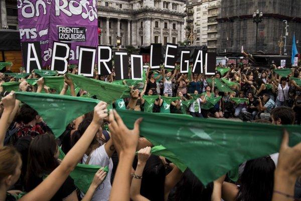 Basta de mulheres mortas por abortos clandestinos na Argentina, no Brasil e em todo o mundo!