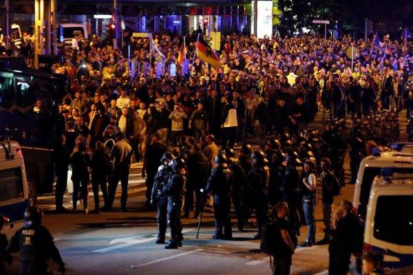Manifestantes de Extrema direita ameaçam e agridem imigrantes em protestos na Alemanha