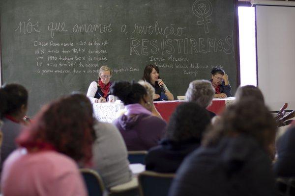 Diana Assunção ministra curso sobre feminismo e marxismo na ENFF do MST
