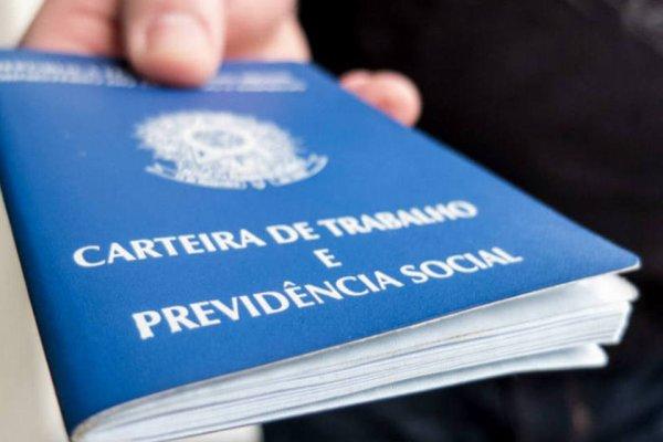 13º salário em risco por eventual governo Bolsonaro não é bônus, é direito