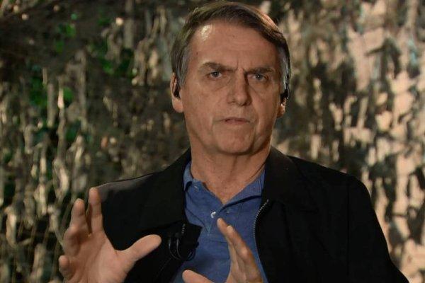 """Bolsonaro destila sua homofobia e diz que questão sobre gays no Enem não é um """"tema útil"""""""