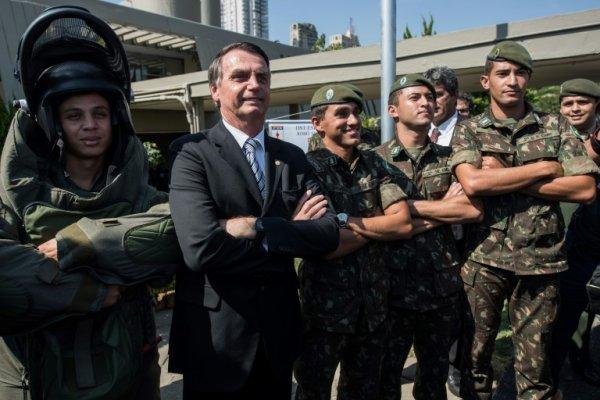 Governo Bolsonaro: Privilégios para os militares, ajuste para os trabalhadores