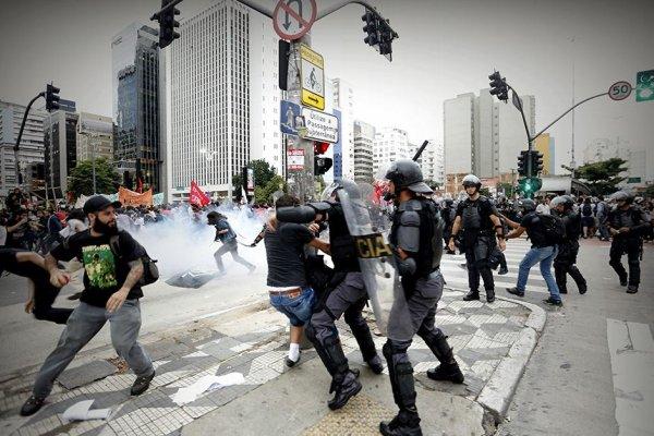 Violência da Polícia marca o segundo ato contra a tarifa em SP
