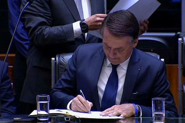 """MP de Bolsonaro tem objetivo de atacar a organização dos trabalhadores e """"avançar degolando"""""""