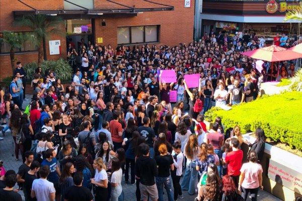 Bolsonaro cancela visita no Mackenzie após ampla manifestação de estudantes