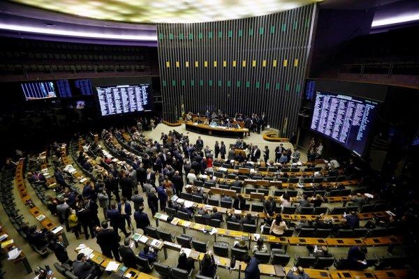 """Câmara rejeita analisar reforma e vota aprovar """"em bloco"""" a destruição das aposentadorias"""