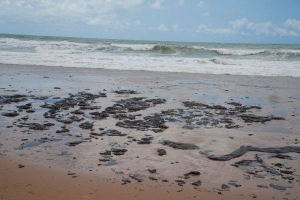 A escandalosa omissão do Governo Bolsonaro faz óleo chegar no litoral do RJ
