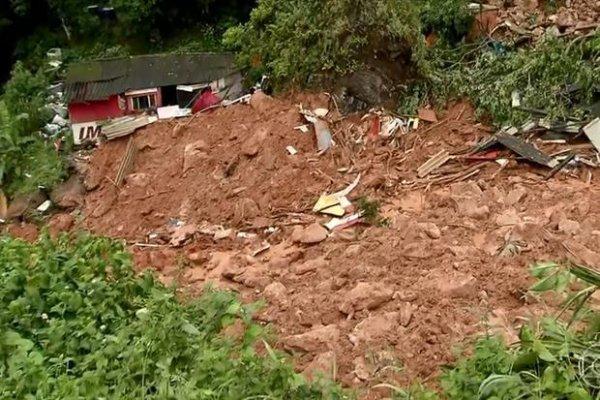 São 20 mortos pelas chuvas na Baixada Santista enquanto Dória salva os lucros capitalistas