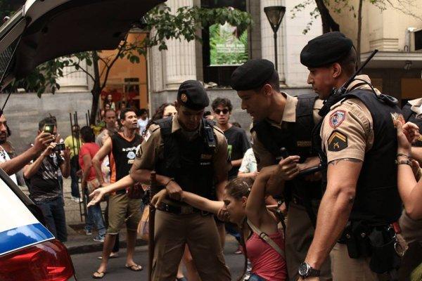 Ato de mulheres em BH é reprimido pela polícia de Pimentel (PT)
